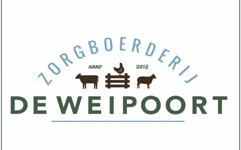 Logo zorgboerderij de weipoort waarin koe, schaap en kip zijn verwerkt
